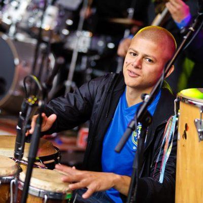 Julinho Pimentel aan het spelen
